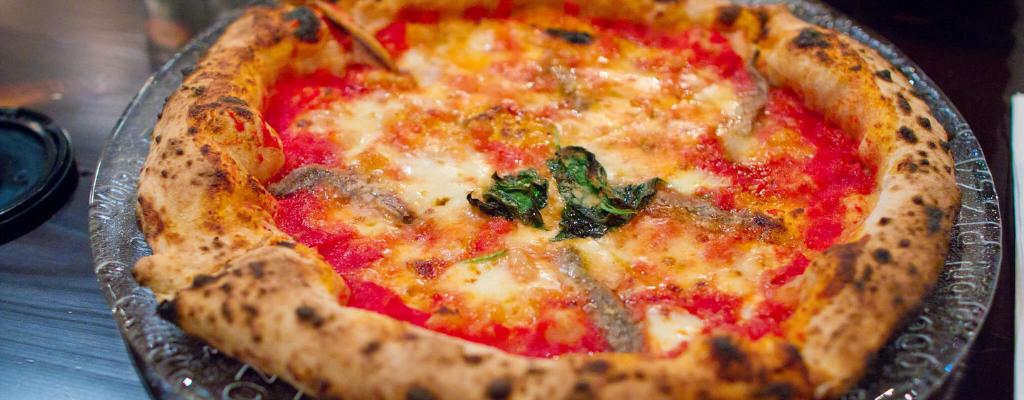 PIZZA NAPOLI : recette facile et rapide à faire à la maison